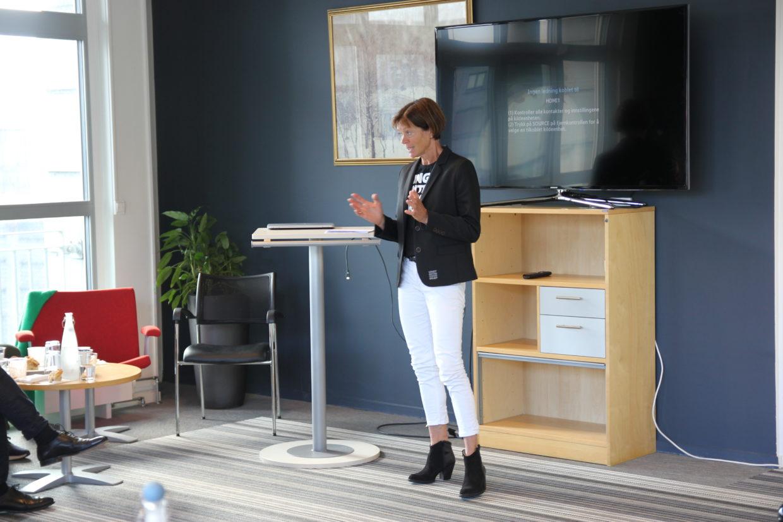 Grete Nykkelmo presenterer